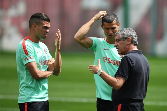 Pepe, Cristiano Ronaldo ir Fernando Santosas