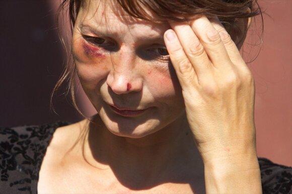 Košmarą savo pačios namuose išgyvenusi moteris: kaimynai niekada nekviesdavo policijos