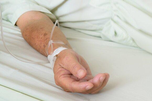 Gastroenterologas įspėja dėl alkoholio sukeliamo uždegimo: į ligoninę patenka visi, o dalis net ir miršta