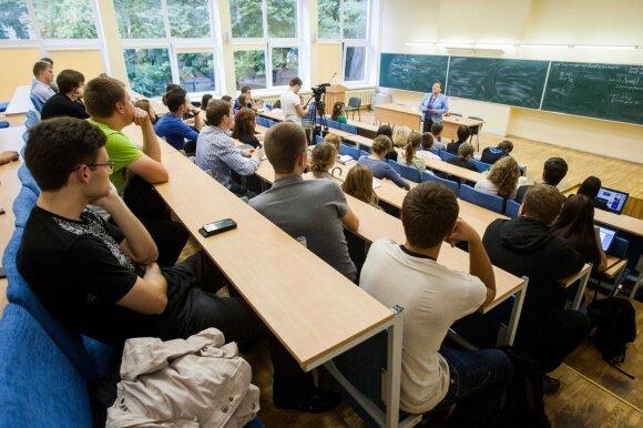 Studentų istorijos kelia ir šypseną, ir liūdesį: papasakojo, kokių metodų imasi dėstytojai