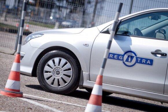 Vaikui automobilį užrašęs vyras pateko į problemų virtinę: kelias atgal – tik per teismą