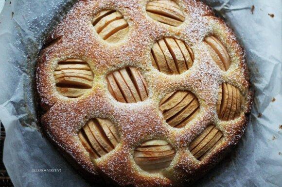 """<span style=""""color: #ff0000;"""">Nemeluojam:</span> tai obuolių pyragas, kuriam neatsispirsite"""