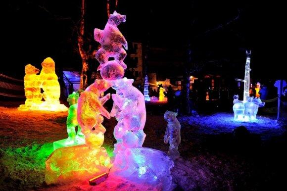 Slovakijos Tatruose sukurta šviečianti ledo pasaka iš 25 tonų ledo