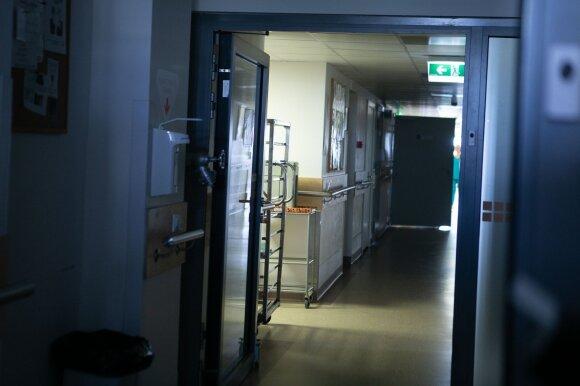 Ligoninėje per klaidą sukeisti dviejų moterų palaikai: su tautiniais drabužiais mamos palaidoti nebepavyks