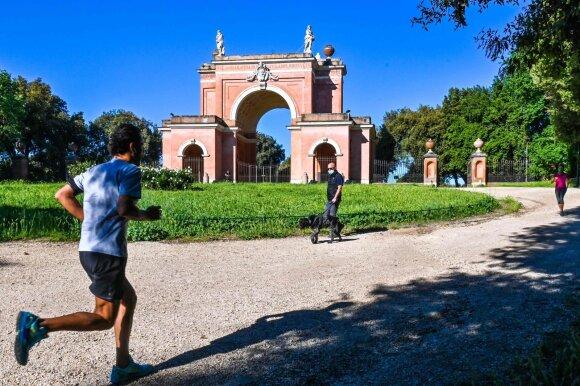 Sušvelninus karantiną gyvenimas Italijoje pasikeitė iš esmės: kai kurias taisykles sunku net suprasti