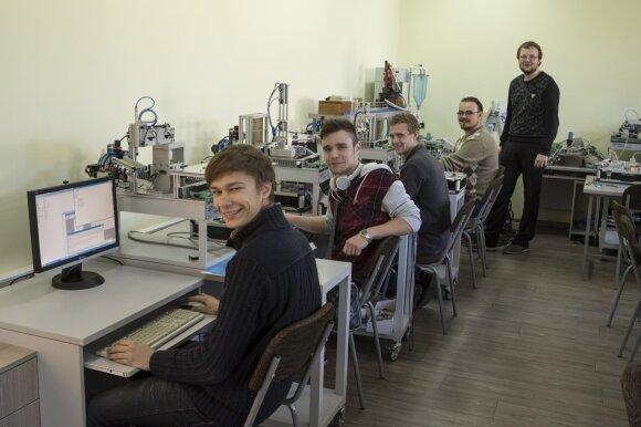VK elektronikos inžinerijos studentai