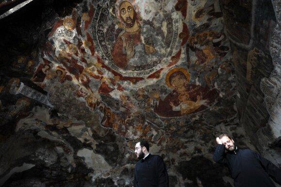 Krikščionių ortodoksų kunigai ruošiasi švč. Mergelės Marijos apeigoms