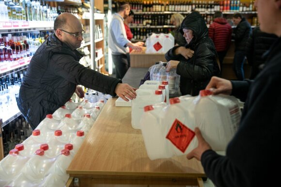 """""""Vilniaus degtinė"""" pavargo nuo pasipiktinusių pirkėjų: laikinai užvėrė parduotuvės duris"""