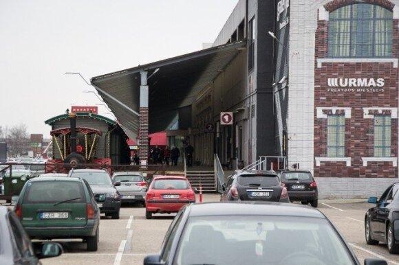 """Prekybos miestelį """"Urmas"""" kasdien aplanko apie 20 tūkst. automobilių"""