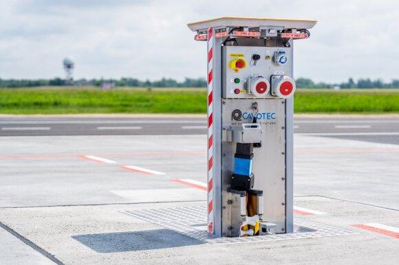Vilniaus oro uosto perone – požeminės elektros sistemos ir naujos stovėjimo aikštelės (nuotr. Martyno Jaugelavičiaus)