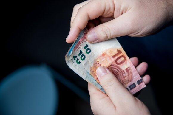 Pokarantininis paketas: bedarbiams ir pensininkams po 200, o kai kuriems vaikams po 100 eurų