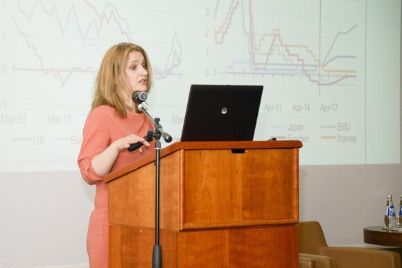 Economist Jekaterina Rojaka speaking at the  Energy Forum Vilnius © Photo Ludo @ The Lithuania Tribune