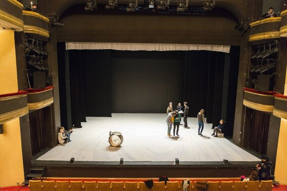 Russian Drama Theatre Vilnius  stage Photo © Ludo Segers @ The Lithuania Tribune