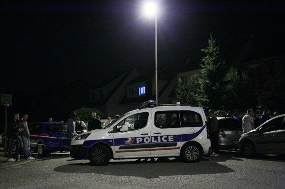 """Dar vienas """"Islamo valstybės"""" įkvėptas teroro išpuolis: žuvo policininkas ir jo partnerė"""