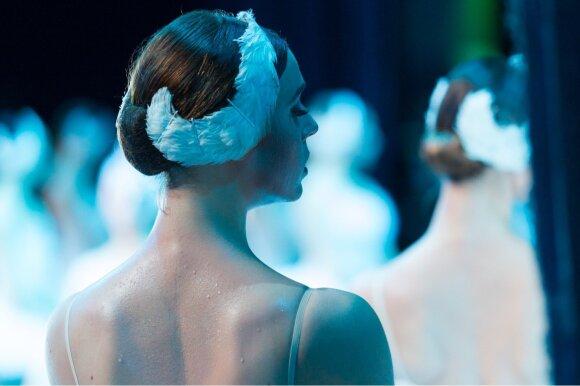 Baleto scenoje susitinkančios seserys Šumacherytės: nuo mažens žinojome, kas yra konkurencija, tačiau mums svarbiausia – viena kitos sėkmė