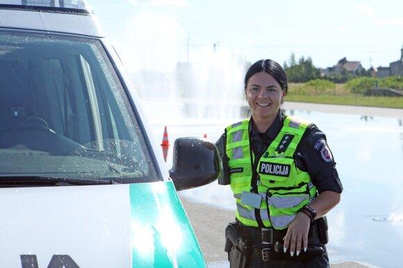 Policijos pareigūnai išbando vairavimą ekstremaliomis sąlygomis