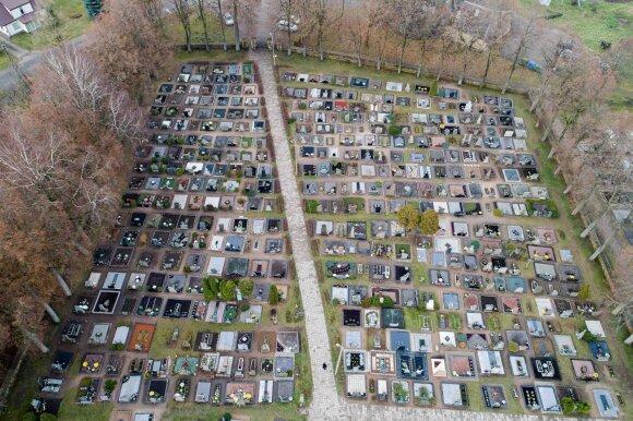План Паневежского муниципалитета вызвал ажиотаж: могилы планировали отмечать позорными табличками