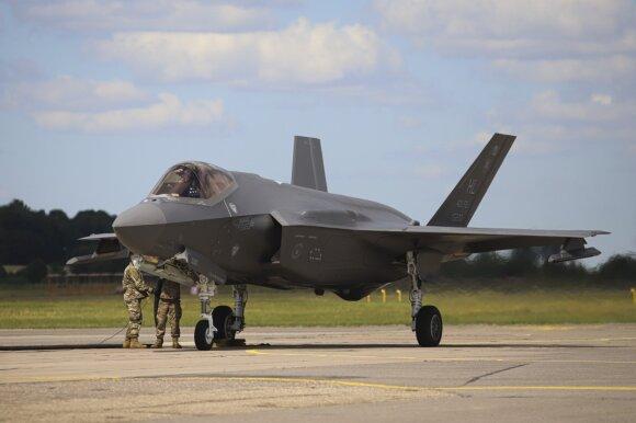 Lietuvos oro erdvėje – neeilinės pratybos: čia naują gynybos planą išbandys moderniausi JAV naikintuvai