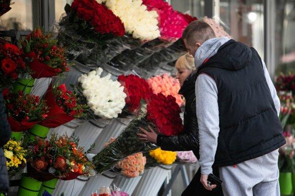 Meilės dieną vyrai gėlėms netaupo: įvardijo, kaip plačiai atveria pinigines