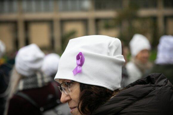 Prieš sistemą sukilo onkologiniai ligoniai: kad galėtų gydytis, tenka parduoti butus, žemes