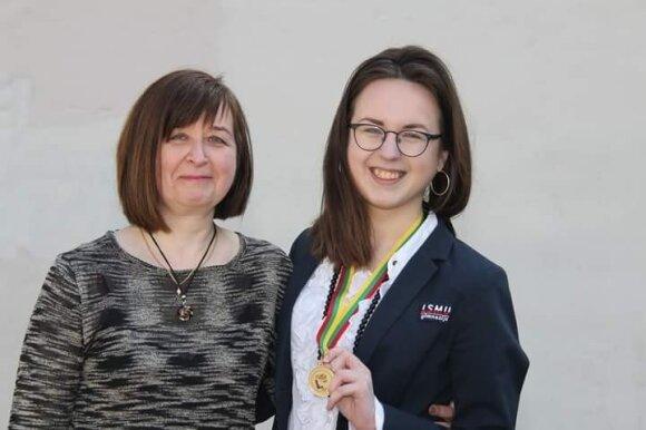 Gabija Imbrasaitė (dešinėje) su mama