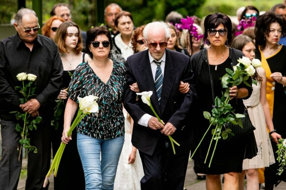Estrados legenda Nelly Paltinienė į paskutinę kelionę išlydėta plojimais: primadona amžinojo poilsio atgulė Menininkų kalnelyje
