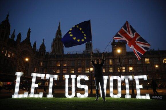 """Įtampa ir desperatiški šūksniai dėl """"Brexit"""": atmetė visas pasiūlytas alternatyvas"""