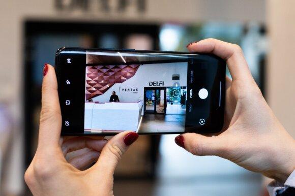 """""""OnePlus"""" atsisakė """"flagmanų žudiko"""" vardo: pristatė """"premium"""" klasės telefonus"""