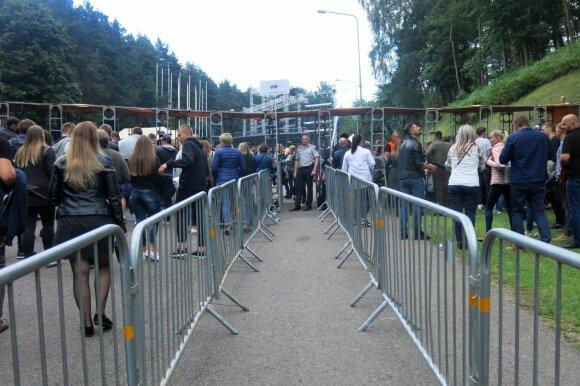 Žiūrovai renkasi į SEL koncertą