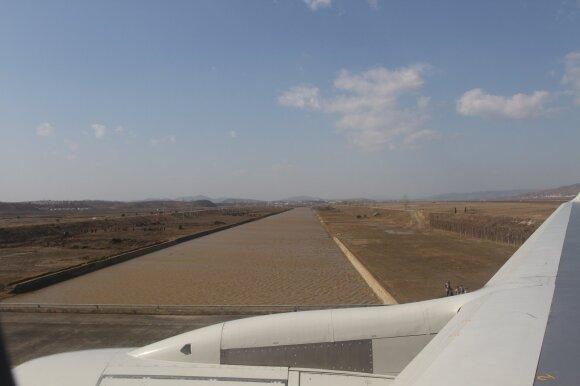 Beveik 100 oro uostų pabuvojęs lietuvis įvardijo prasčiausius: besileidžiant į vieną iš jų, nedrįsau tikrinti savo kelnių būklės