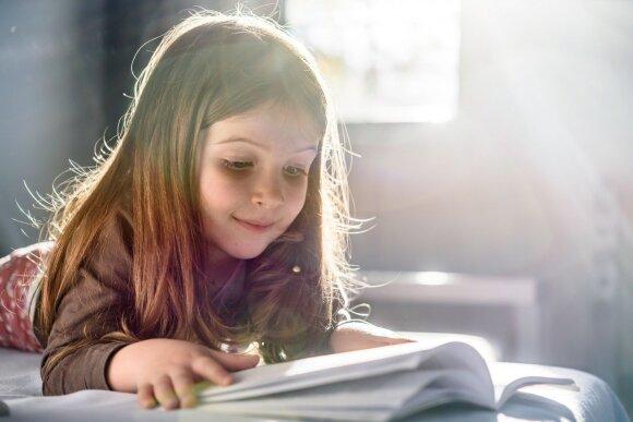 Mokytoja patarė, kaip paskatinti vaikus perskaityti privalomas knygas