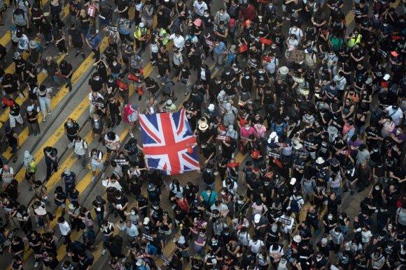 Protestai prie DB konsulato