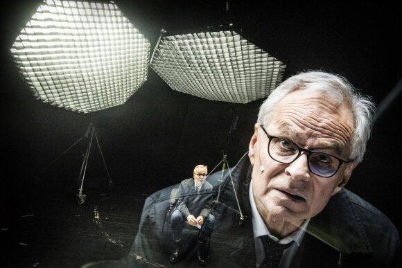 """Spektaklio """"Alisa"""" akimirka, Vytautas Anužis atliko advokato Franko Bertono vaidmenį"""