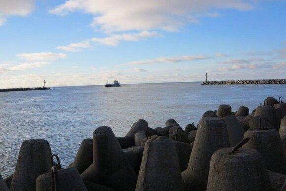 Meškeriotojai nori, kad prie Klaipėdos jūrų uosto lašišinių žuvų migracijos metu būtų draudžiama statyti tinklus