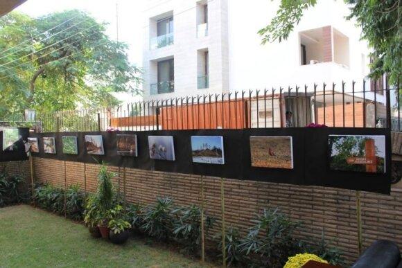 Indijoje surengta paroda Šilalės rajone stūksančiam Indijos piliakalniui