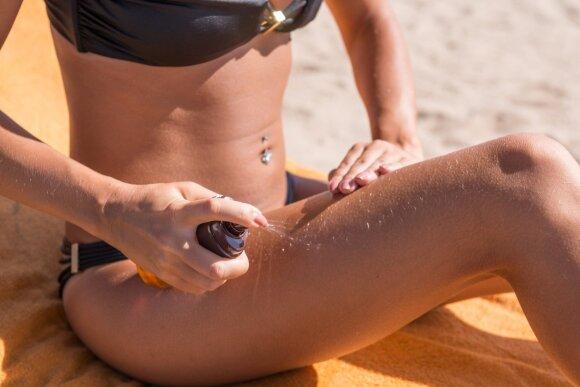 Žiemos atostogos ant slidžių arba paplūdimyje: kuo skiriasi kosmetikos krepšeliai?