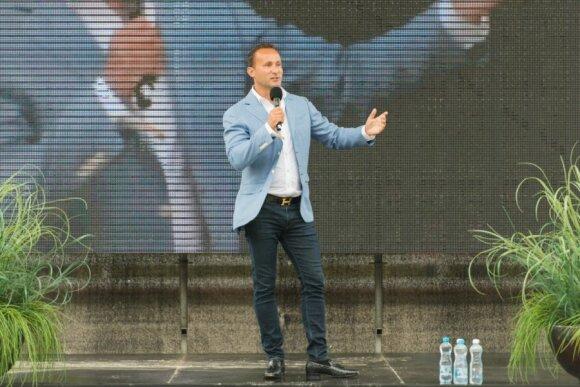 Lietuvos verslininkas teigia nukentėjęs nuo Vilniuje sulaikyto JAV milijardieriaus: pervedė beveik 700 tūkst. eurų