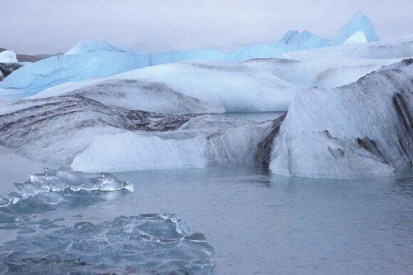 Permatomi, balkšvi, pilkšvi ir melsvi Jokulsaurlouno bei Fjadlsaurlouno ežerų ledkalniai