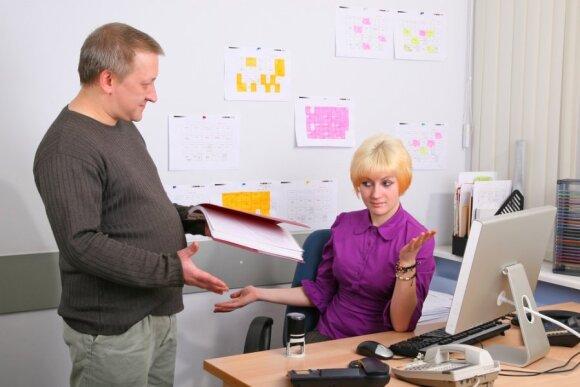 Moterys dirba daugiau, o nuopelnus prisiima vyrai: pasakė, kodėl Lietuvoje toks modelis veikia