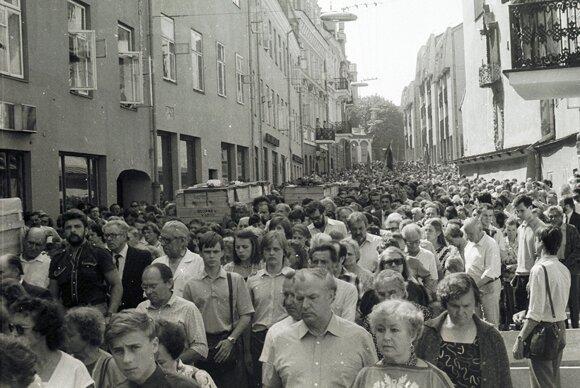 Į Kėdainių karinį oro uostą 1989 m. buvo pargabenti 120 lietuvių tremtinių palaikai