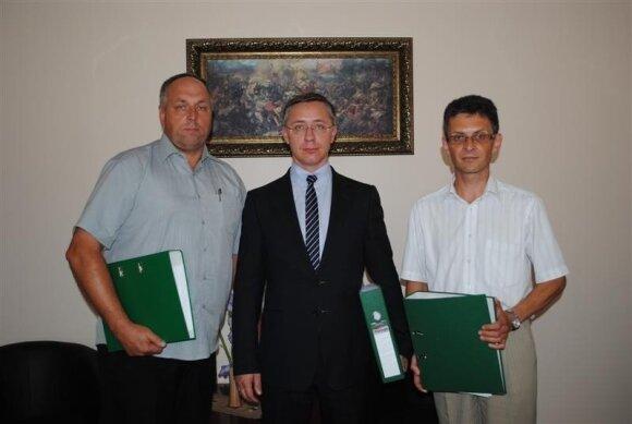 Danielis Krinickis (viduryje)