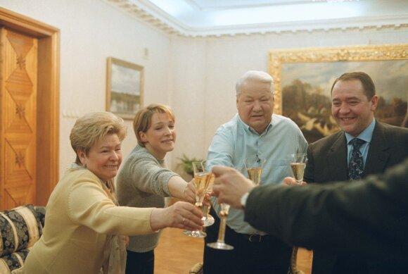 Наина Ельцина, Татьяна Дьяченко, Борис Ельцин, Михаил Лесин. Март 2000 года