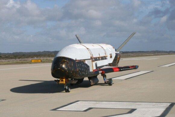 Paslaptingas kosminis lėktuvas aplink Žemę skrieja jau 719 dienas ir niekas nežino, kodėl