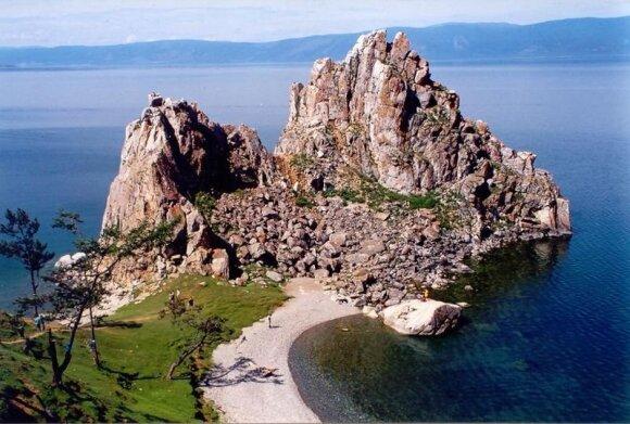 Didžiausio pasaulyje Baikalo ežero pakrantė