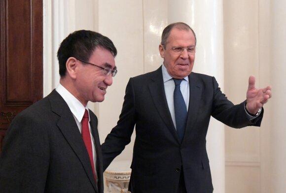Taro Kono ir Sergejus Lavrovas