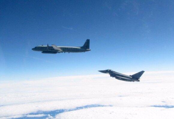 Karališkųjų Oro Pajėgų naikintuvas Typhoon virš Baltijos jūros perima Rusijos žvalgybinį lėktuvą Il-20