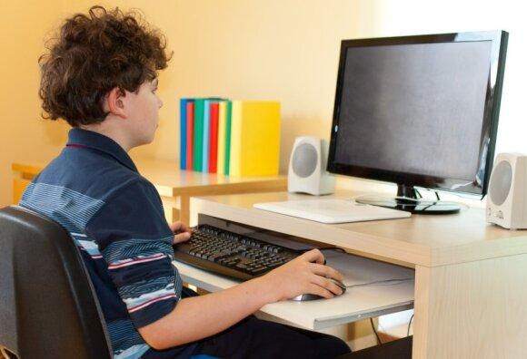 Pavojai slypi visai čia pat: kaip atpažinti, kad jūsų vaikui internete gresia bėda?