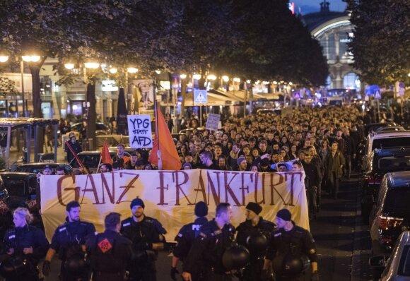 Vokietijoje protestuota prieš kraštutinės dešinės partijos AfD patekimą į parlamentą