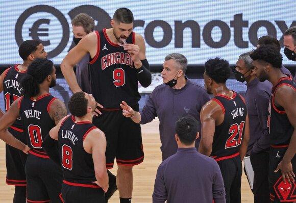 """Billy Donovanas su """"Bulls"""" krepšininkais"""