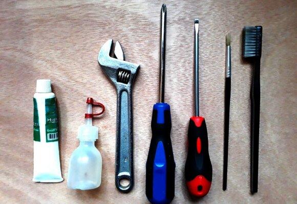 Pagrindiniai įrankiai reikalingi ričių sutepimui